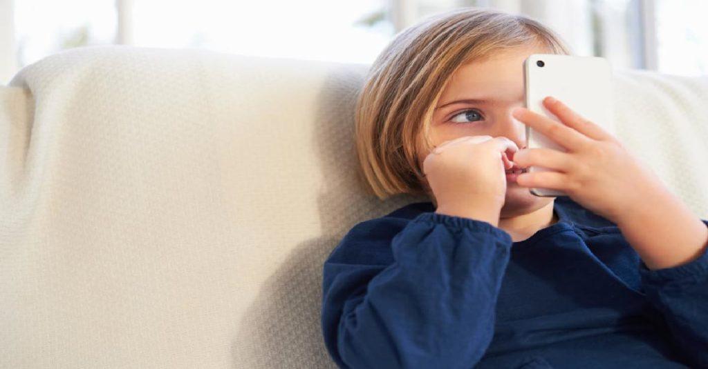 Çocuğa Cep Telefonu Verme Riskleri