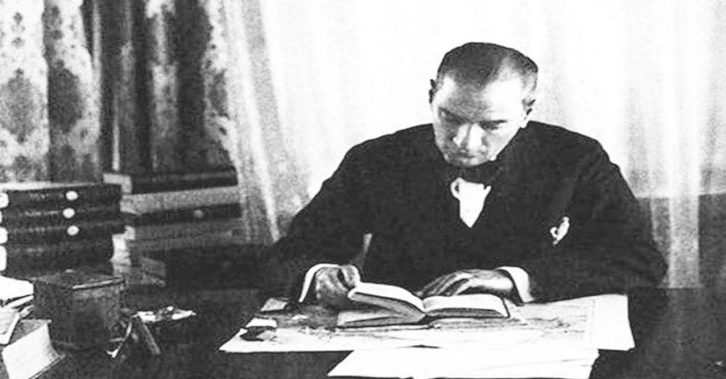 Atatürk'ün Kitap Okuma Alışkanlığı